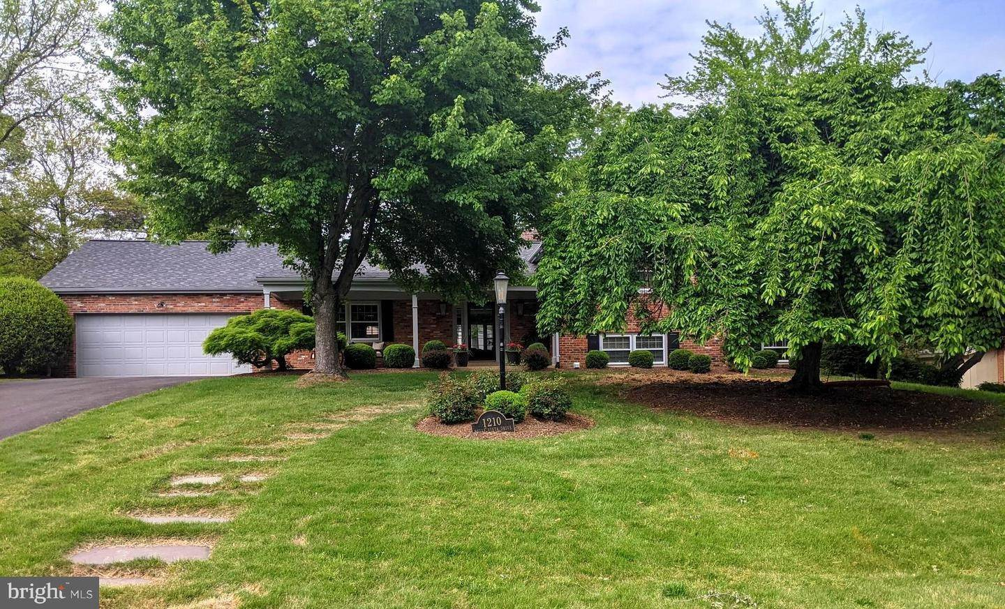 Single Family for Sale at Alexandria, Virginia 22307